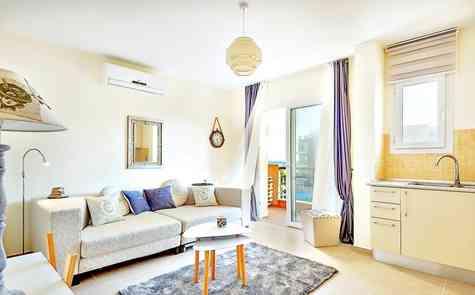 Квартира – студия с видом на море в курортном комплексе в Бафре