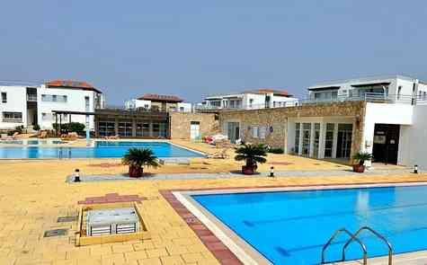Садовый апартамент в комплексе на берегу моря в Татлису