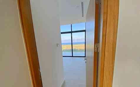 Квартира с садом и пентхаус в комплексе на берегу моря с пляжем