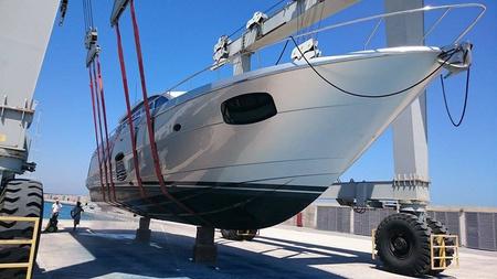 поднятие и чистка лодок в Карпазе порту